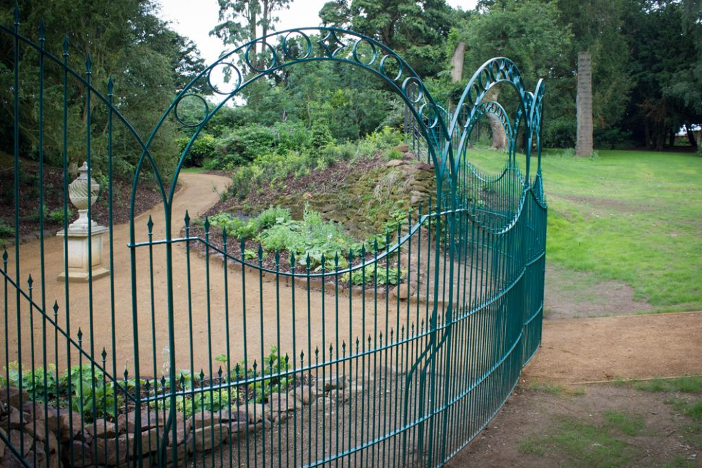 sg-ironwork-woodland-gate-02